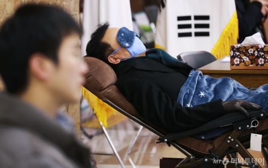[사진]휴식 취하는 단식 7일차 손학규 바른미래당 대표