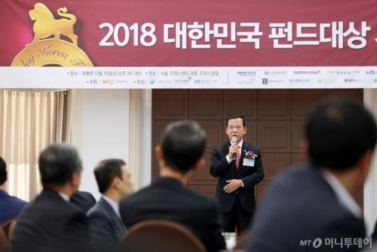 [사진]수상 소감 말하는 서유석 대표