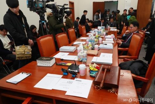 [사진]'김용균법' 협상 난항...개의도 못한 고용노동소위