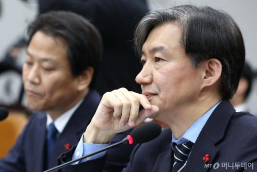 [사진]질의 듣는 조국 민정수석