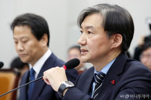 [사진]답변하는 조국 청와대 민정수석