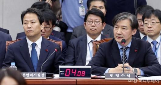 [사진]답변하는 조국 민정수석