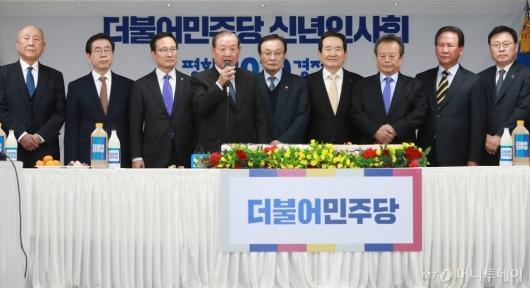 [사진]민주당 신년인사회...인사말하는 김원기 상임고문