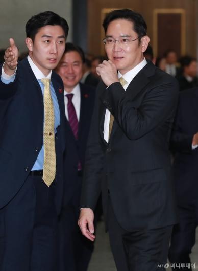 [사진]文대통령 신년회 참석한 이재용 삼성전자 부회장