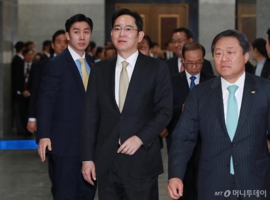 [사진]'文대통령 신년회' 참석한 이재용 삼성전자 부회장