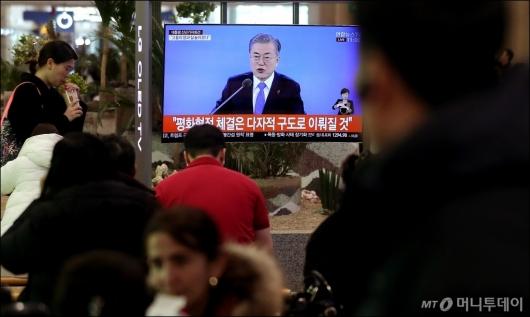[사진]문 대통령, '평화협정 체결은 다자적 구도로 이뤄질 것'