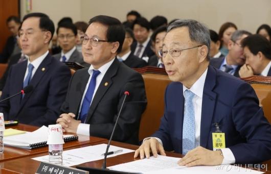 [사진]국회 과방위 출석한 황창규 KT 회장