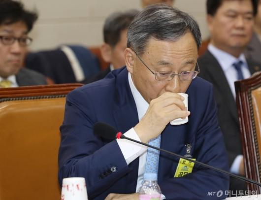 [사진]국회 출석한 황창규 KT 회장