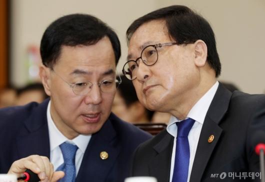 [사진]긴밀한 대화하는 유영민 장관-민원기 차관
