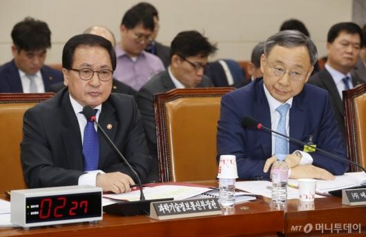 [사진]국회 과방위 출석한 유영민 장관-황창규 회장