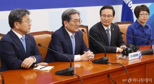 [사진]홍영표 원내대표 예방한 노영민 대통령비서실장