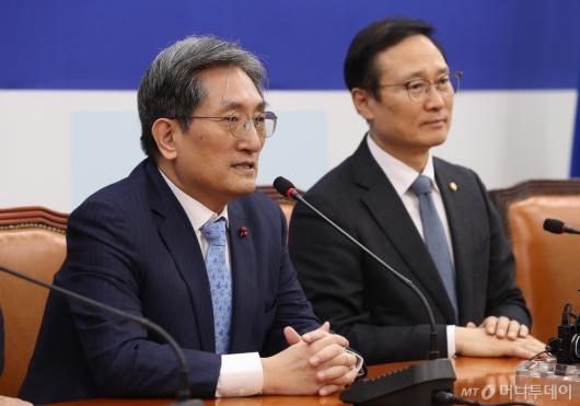 [사진]노영민 비서실장, 홍영표 원내대표 예방