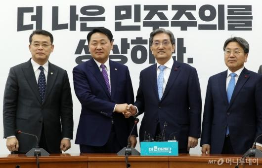 [사진]노영민 비서실장, 김관영 원내대표 예방