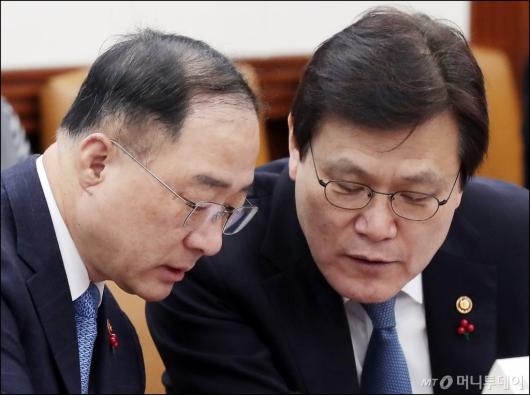 [사진]대화 나누는 홍남기 부총리-최종구 위원장