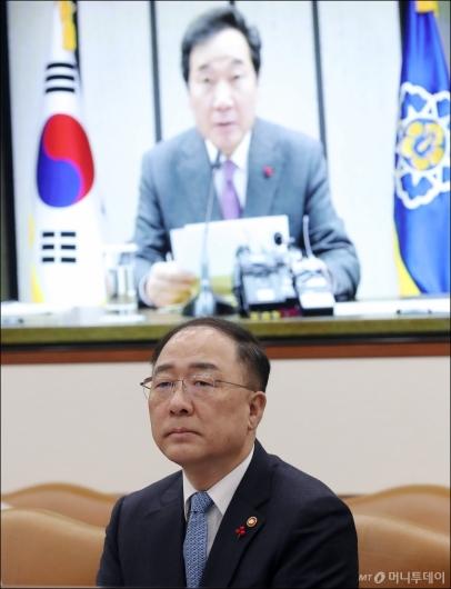 [사진]국정현안점검조정회의 참석한 홍남기 부총리