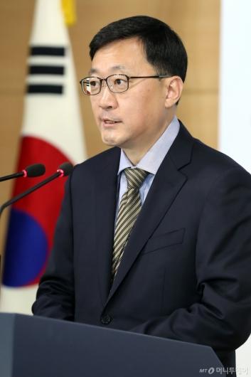 [사진]규제 샌드박스 시행 관련 브리핑하는 김정원 인터넷융합정책관