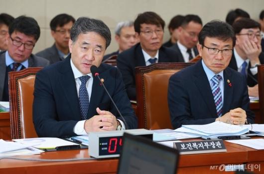 [사진]국민연금 관련 답변하는 박능후 복지부 장관