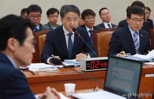 [사진]박능후 장관, '국민연금 현안보고' 복지위 전체회의 출석