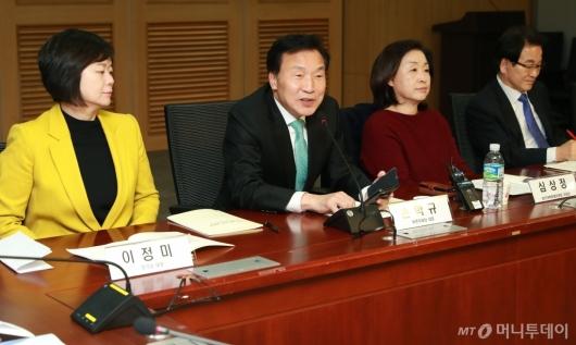 [사진]국회 특권폐지 토론회 참석한 야3당 대표들