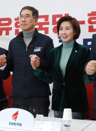 [사진]손 잡은 자유한국당-한국노총