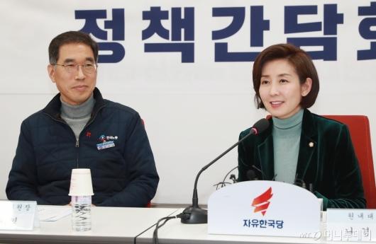 [사진]한국노총 만난 나경원 자유한국당 원내대표