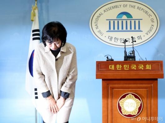 [사진]고개 숙인 손혜원 의원