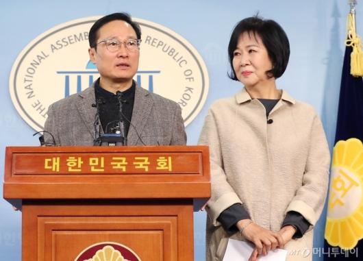 [사진]손혜원, 홍영표와 함께 기자회견 참석