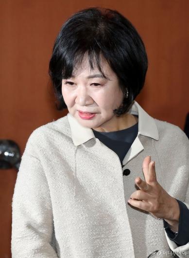 [사진]답변하는 손혜원