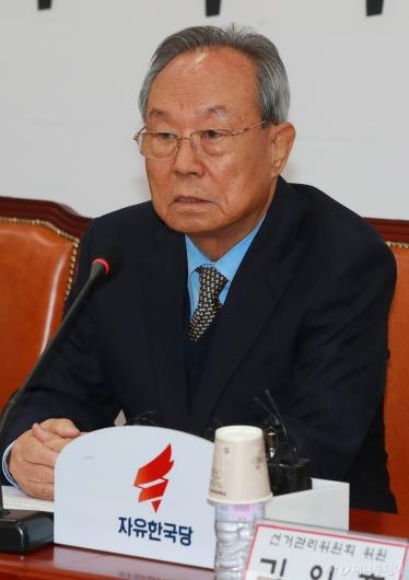 [사진]모두발언하는 박관용 자유한국당 중앙당 선관위원장
