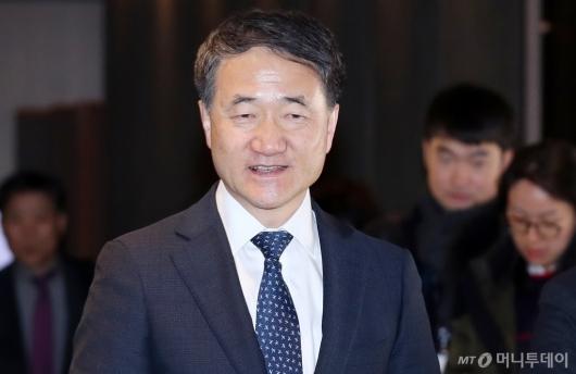 [사진]미소 보이는 박능후 기금운용위원장