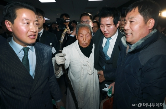 [사진]5.18 단체 '자한당 대표 얼굴 좀 보자'
