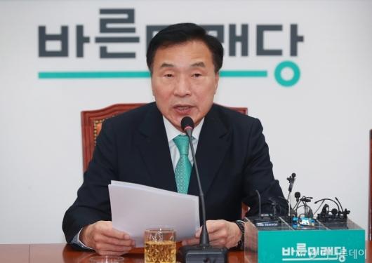 [사진]창당1주년 간담회하는 손학규 바른미래당 대표
