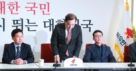 [사진]'5.18 망언' 사과하는 김병준 비대위원장