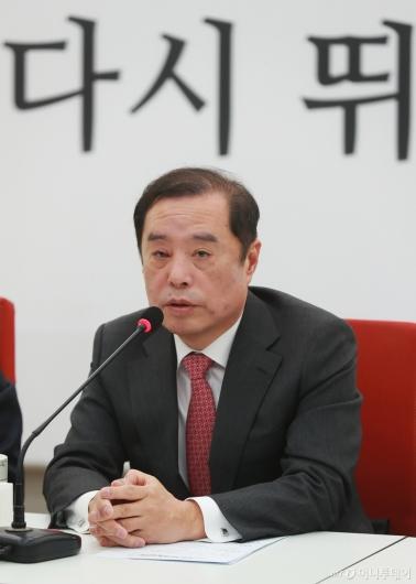 [사진]5.18 망언 사과하는 김병준 비대위원장