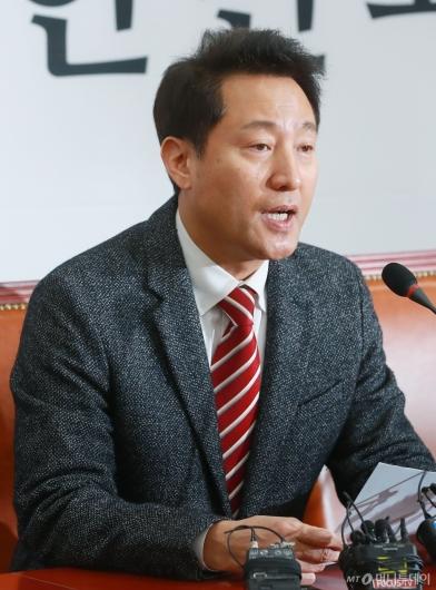 [사진]오세훈, 전당대회 보이콧 철회...재출마 선언