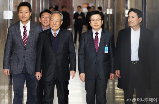 [사진]선관위 회의 참석하는 당대표 후보 3인