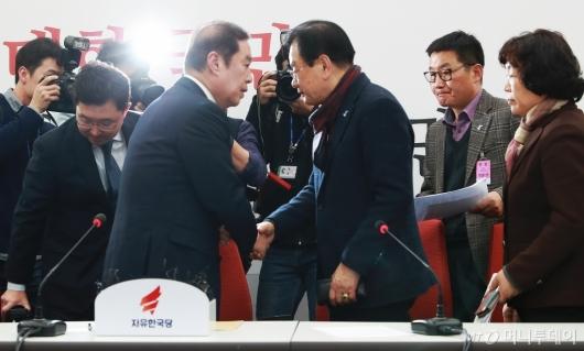 [사진]5.18 단체 대표단 만난 김병준 비대위원장