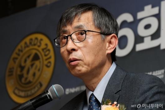 [사진]'IB대상 시상식' 심사총평하는 박영석 자본시장연구원장