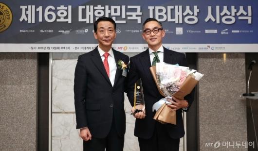 [사진]MBK파트너스, '대한민국 IB대상' 최우수 PEF 퍼포먼스 리더 수상