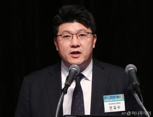 [사진]기조연설하는 전길수 선임국장