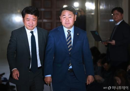 [사진]회동 참석하는 김관영 바른미래당 원내대표