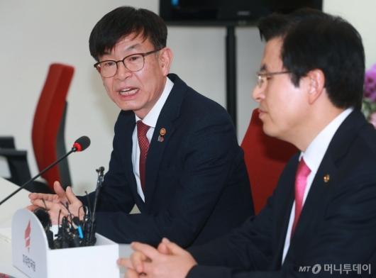 [사진]황교안 대표 예방한 김상조 위원장