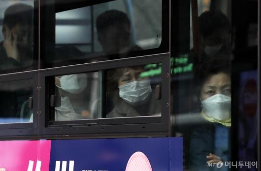 [사진]버스 안에서도 마스크