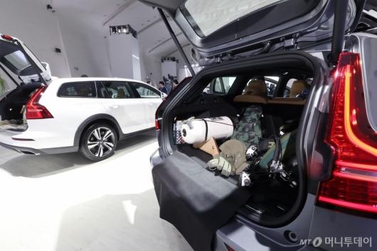 [사진]볼보 신형 크로스컨트리 넓은 수납공간