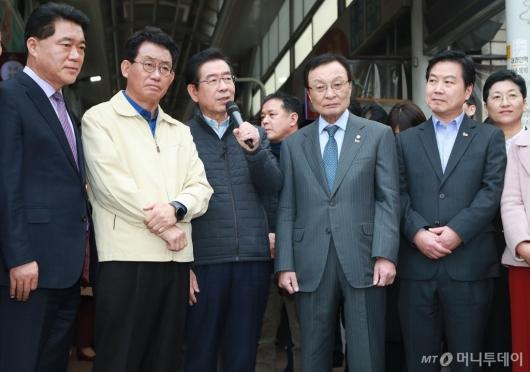 [사진]제로페이 사용 독려하는 박원순 서울시장