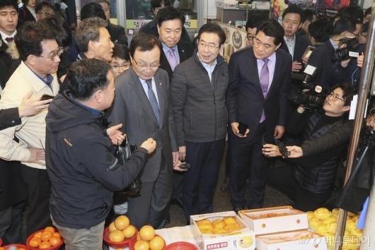 [사진]제로페이 독려하는 박원순 시장-이해찬 대표