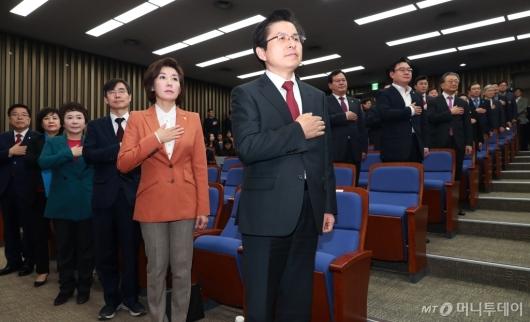 [사진]의원총회 참석한 황교안 대표