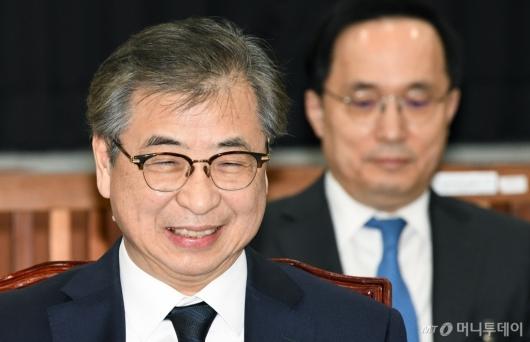 [사진]미소 짓는 서훈 국정원장