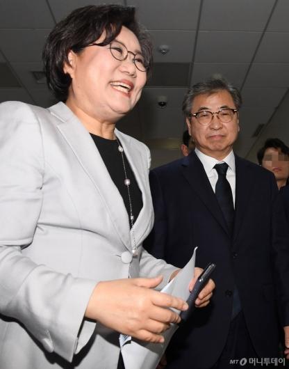 [사진]국회 정보위 출석하는 이혜훈 위원장-서훈 국정원장