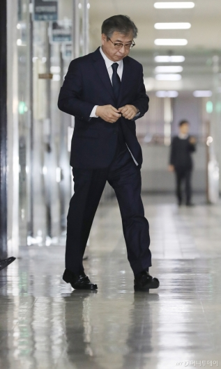 [사진]정보위 전체회의 출석하는 서훈 국정원장